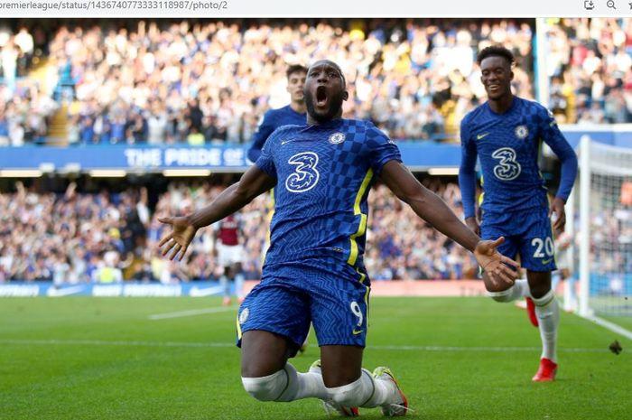 Penyerang Chelsea, Romelu Lukaku, merayakan golnya ke gawang Aston Villa pada pekan keempat Liga Inggris 2021-2022, Sabtu (11/9/2021).