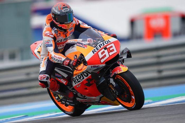 Pembalap Repsol Honda, Marc Marquez, saat menjalani tes resmi di Sirkuit Jerez, Spanyol, 3 Mei 2021.