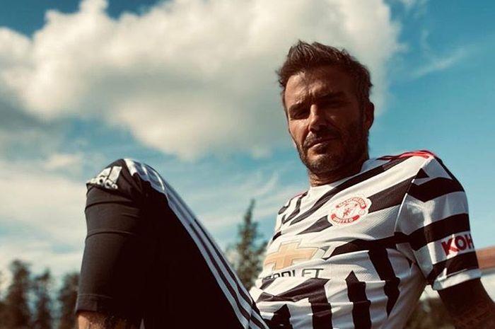 David Beckham menggunakan jersey ketiga Manchester United.
