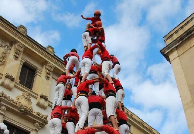Kisah Casteller, Pembuat Menara Manusia yang Tinggi di Barcelona