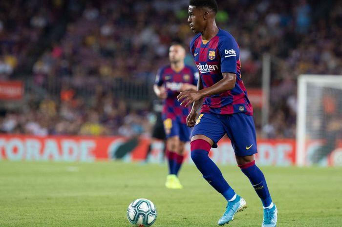 Bek kiri Barcelona, Junior Firpo.