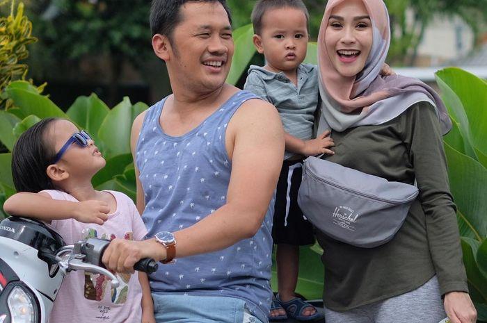 Hanung Bramantyo dan keluarga