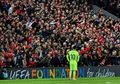 Video - Fan Liverpool dan Barcelona Kompak Nyanyi Lagu You'll Never Walk Alone di Anfield