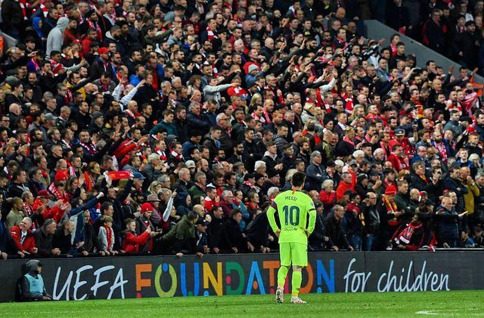 Lionel Messi terlihat lesu setelah Barcelona tertinggal 4 gol dari Liverpool.