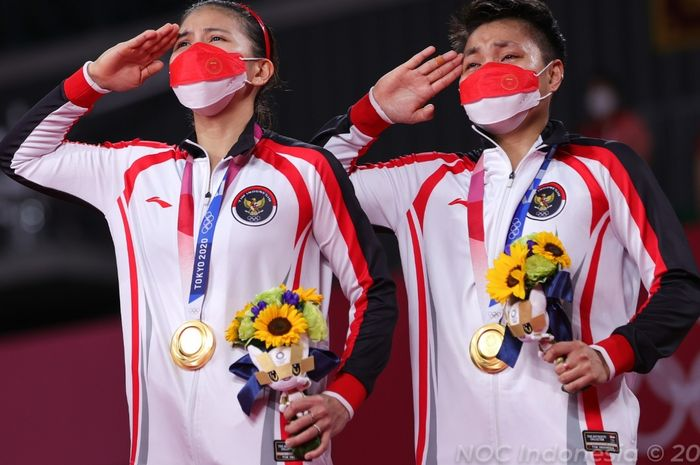 Greysia Polii/Apriyani Rahayu saat victory ceremony Olimpiade Tokyo 2020, Senin (2/8/2021)