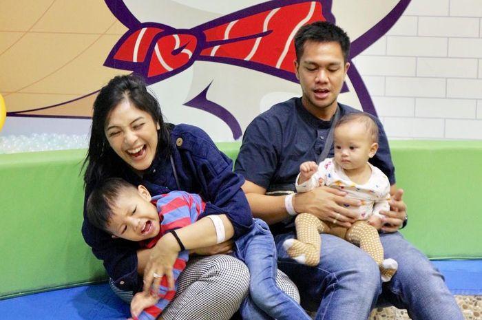 Kisah seleb mom Tanya Larasati melatih anak mandiri