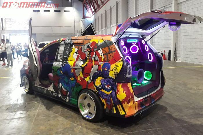 Bodi Toyota Avanza Veloz dipenuhi cutting sticker superhero Marvel dan DC