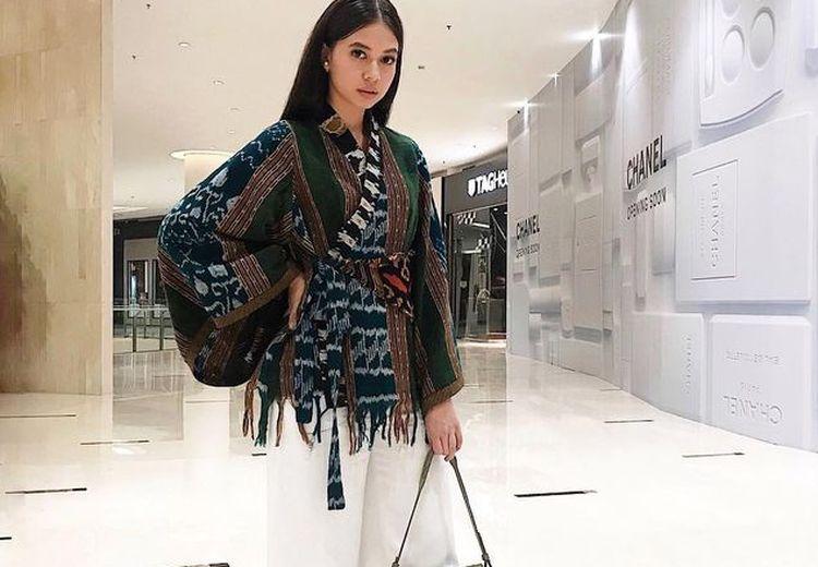 Anggun & Santun! Ini 7 Gaya Fashion Yuki Kato yang Wajib Kita Tiru!