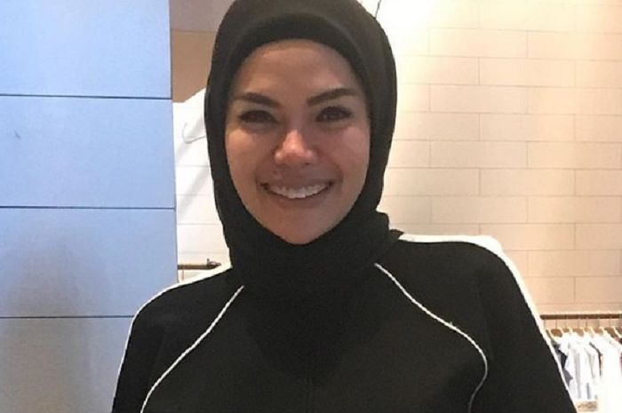 Nikita Mirzani beri terkait tudingan akan lepas hijab.