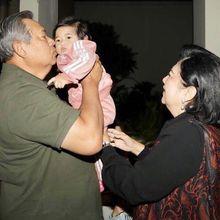 Tengah Sakit, Ani Yudhoyono Tetap Aktif di Media Sosial dan Bagikan Momen Indah Suami Bersama Cucunya