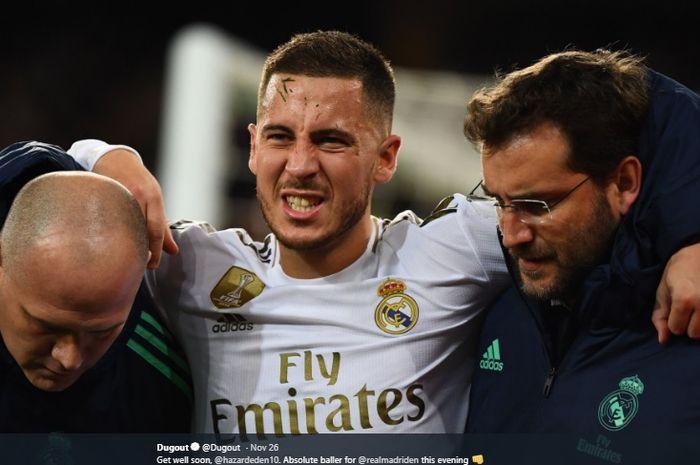Winger Real Madrid, Eden Hazard, meringis kesakitan setelah engkel kaki kanannya mengalami cedera pada pertandingan melawan Paris Saint-Germain, Selasa (27/11/2019).