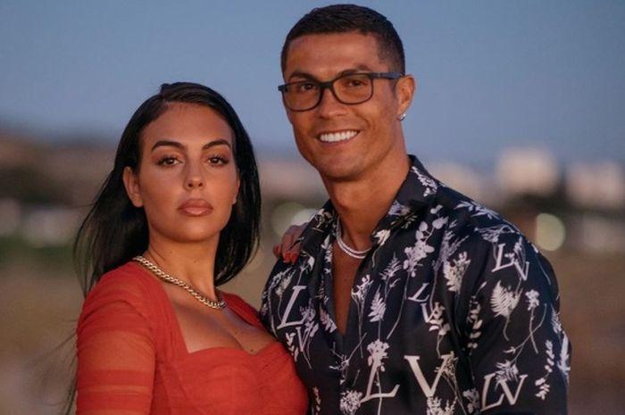 Cristiano Ronaldo bersama sang kekasih Georgina Rodriguez.