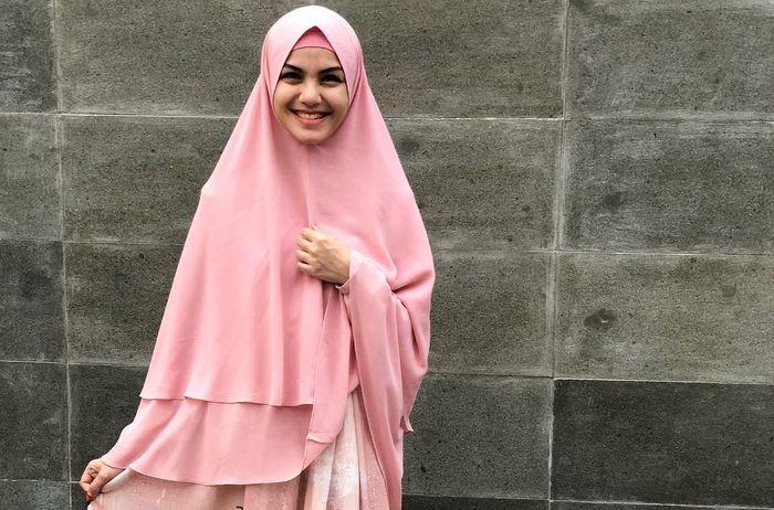 Penampilan Nadya Almira setelah berhijrah