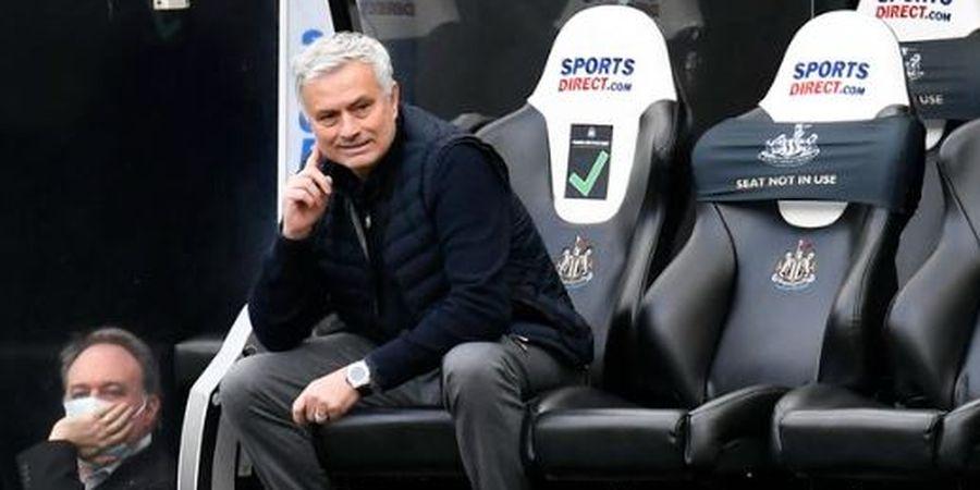 Usai Dipecat Tottenham, Jose Mourinho Alih Profesi Jadi Penyiar Radio