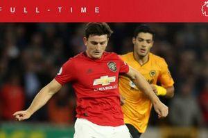 VIDEO - Bek Termahal Dunia Milik Man United Digocek Pemain Terbaik Wolves