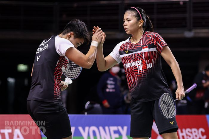 Greysia/Apriyani berselebrasi usai berhasil menang di laga perdana BWF World Tour Finals.