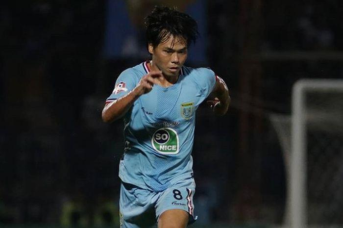 Aksi gelandang Persela Lamongan, Kei Hirose, saat membela timnya pada gelaran Liga 1 2019.