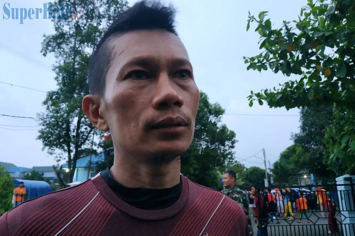 Bek sayap Persija Jakarta, Ismed Sofyan, menjawab pertanyaan wartawan di Mes pemain Persija, Halim Perdanakusuma, Jakarta Timur, Kamis (18/4/2019).