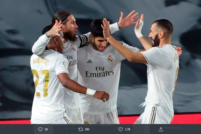 Pemain Real Madrid merayakan gol Sergio Ramos ke gawang Getafe dalam lanjutan LaLiga, 2 Juli 2020.