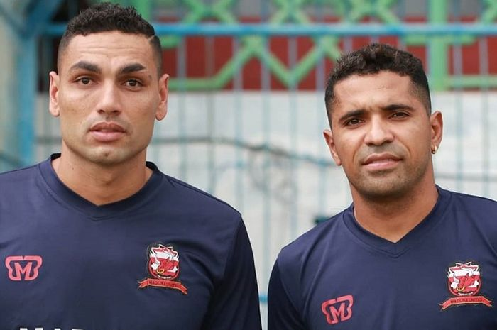 Jaimerson da Silva Xavier alias Jaime, dan Alberto Goncalves alias Beto berfoto saat sesi latihan Madura United.