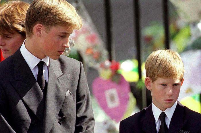 Pangeran William dan Harry pada pawai kematian Diana
