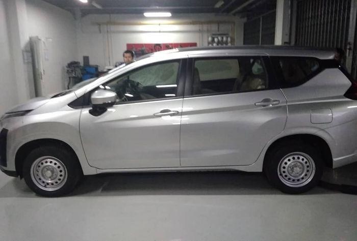 Nissan Livina tipe E MT masih gunakan pelek material kaleng
