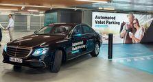 Tinggal Pencet, Mercedes-Benz Bisa Cari Parkir Sendiri