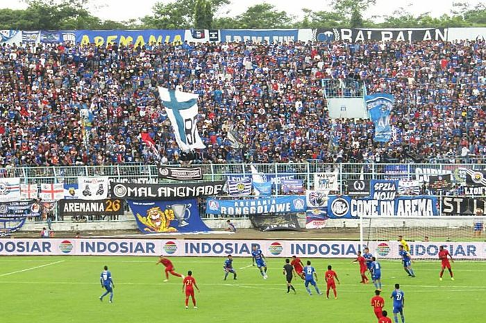 Timnas U-22 Indonesia melawan Arema FC di Stadion Kanjuruhan, Kabupaten Malang, Minggu (10/2/2019).