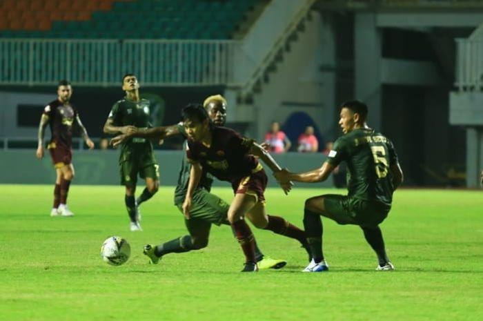 Pertandingan Tira Persikabo kontra PSM Makassar di Stadion Pakansari, Kabupaten Bogor, Rabu (29/5/2019).