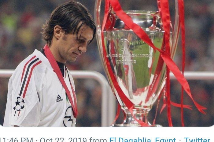 Paolo Maldini saat gagal membawa AC Milan juara Liga Champions musim 2004-2005 setelah kalah dari Liverpool pada partai final.