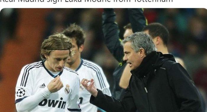 Gelandang tengah Real Madrid, Luka Modric, saat mendengarkan arahan dari Jose Mourinho.