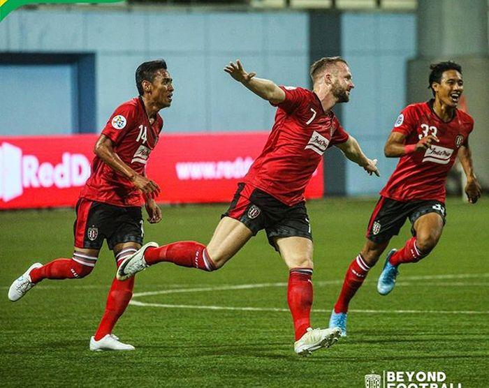 Para pemain Bali United merayakan gol yang dicetak Melvin Platje ke gawang Tampines Rovers pada Kualifikasi Liga Champions Asia 2020.
