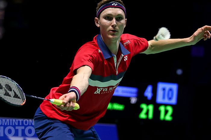 Pebulu tangkis tunggal putra Denmark, Viktor Axelsen, pada babak perempatfinal All England Open 2021 di Utilita Arena Birmingham, Inggris, Sabtu (20/3/2021).