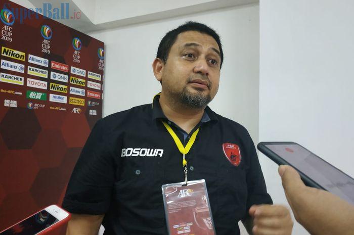 CEO PSM Makassar, Munafri Arifuddin, menjawab pertanyaan wartawan di Mixed Zone Stadion Pakansari, Kabupaten Bogor, Selasa (30/4/2019).