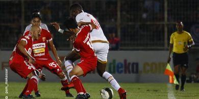 Dua Gol Bola Mati Bawa Perseru Badak Lampung Mengalahkan Persija