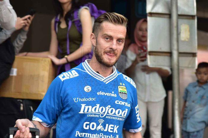 Pemain Baru Persib Bandung Rene Mihelic saat tiba di Bandar Udara Husein Sastranegara, Selasa (7/5/2019)