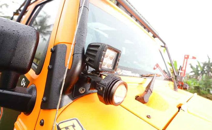 Lampu LED Off-road di pilar A