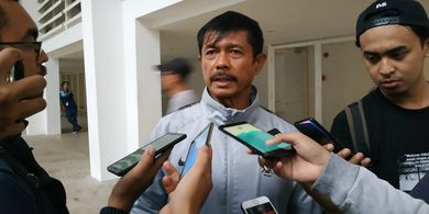 Pelatih Timnas U-23 Indonesia Bantu Driver Ojek Online di Vietnam