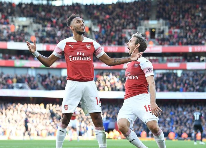 Pierre-Emerick Aubameyang dilempari kulit pisang dalam laga Arsenal vs Tottenham Hotspur