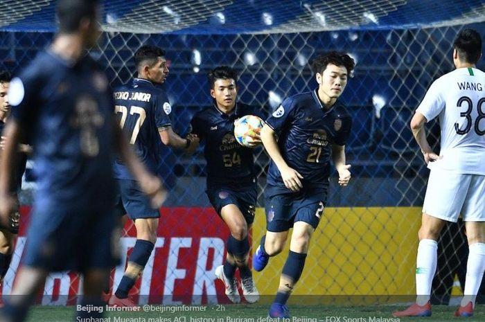 Suphanat Muenta cetak gol untuk Buriram United di Liga Champions Asia.