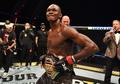 Walau Berstatus Jawara UFC, Israel Adesanya Akui Kesulitan Dapatkan IPhone Idamannya
