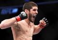 Islam Makhachev Ngamuk di UFC 259, Khabib Girang Sampai Gebrak Oktagon