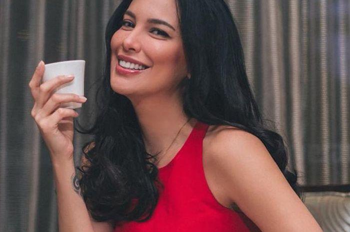 Unggah Foto Cantik Usai Olahraga, Perut Sophia Latjuba Bikin Netizen Salah Fokus