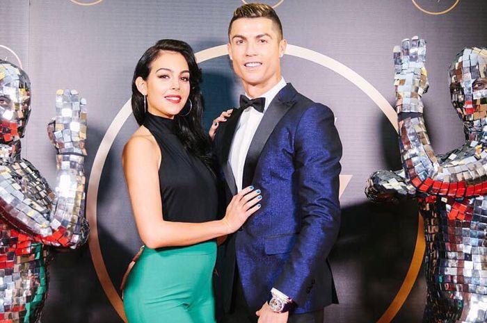 Cristiano Ronaldo (kiri) dan Georgina Rodriguez.