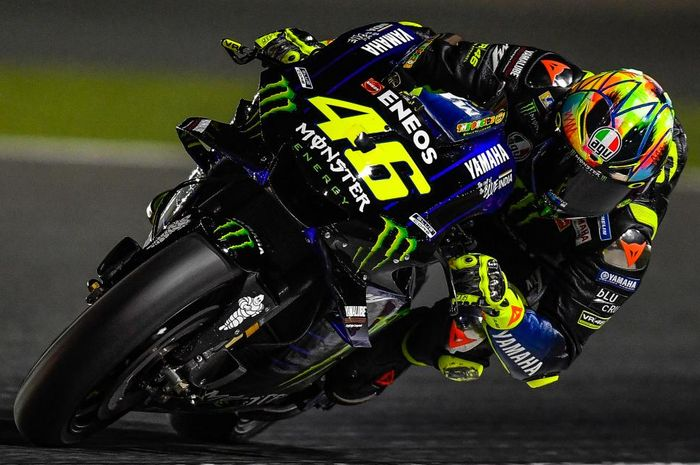 Penampilan Valentino Rossi saat menjalani sesi tes pramusim MotoGP 2019 hari ketiga di Sirkuit Losail, Qatar.