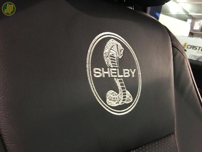 Logo Shelby juga dibordir di jok