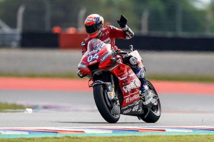 Pembalap tim Ducati, Andrea Dovizioso melakukan selebrasi usai  melakoni seri MotoGP Argentina, Minggu (31/3/2019)