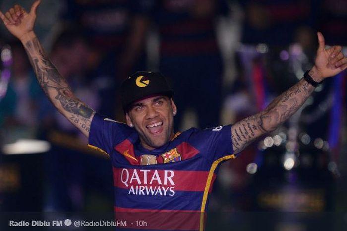 Bek Paris Saint-Germain (PSG) Dani Alves, saat masih memperkuat FC Barcelona.