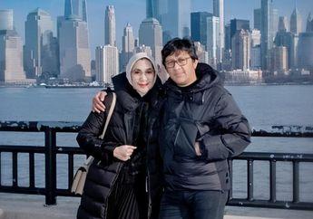 Lama Tak Kelihatan, Kabar Duka Datang Dari Istri Andre Taulany Sampai Rumah Penuh Karangan Bunga Duka