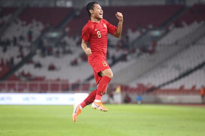 Evan Dimas melakukan selebrasi gol paa laga timnas Indonesia vs Vanuatu di Stadion Utama Gelora Bung Karno, Sabtu (15/6/2019).
